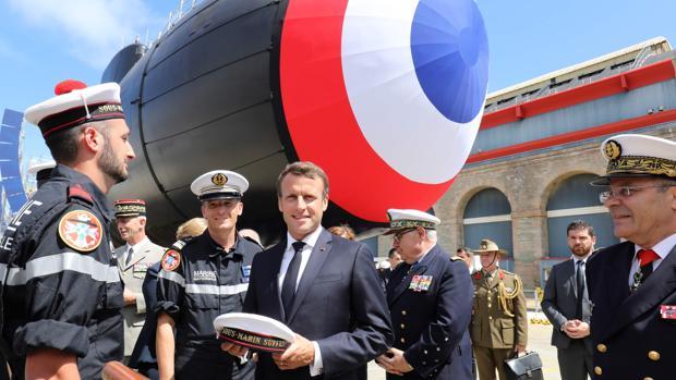 Macron presenta el nuevo submarino nuclear, eje del «poderío militar francés»