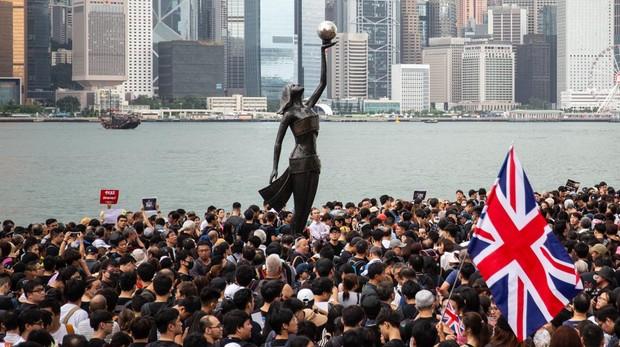 Las protestas de Hong Kong se extienden contra el estraperlo chino