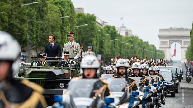 Macron se autoerige en líder de la defensa europea con un fastuoso desfile militar