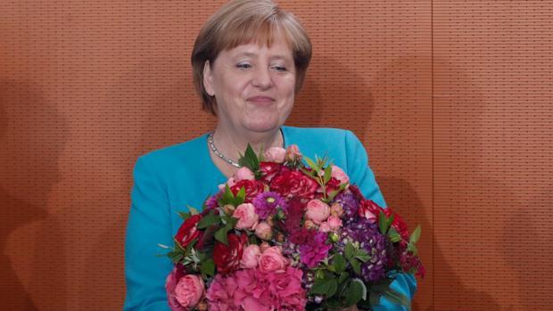 Merkel celebra su penúltimo cumpleaños como canciller entre dudas sobre su delicado estado de salud
