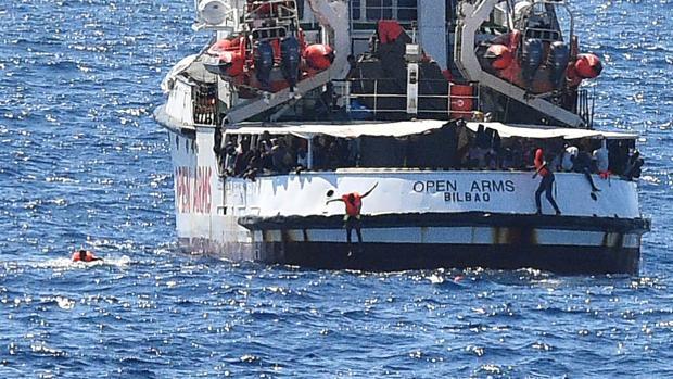 España no participará en el reparto de inmigrantes que los barcos de ONG rescaten en el Mediterráneo