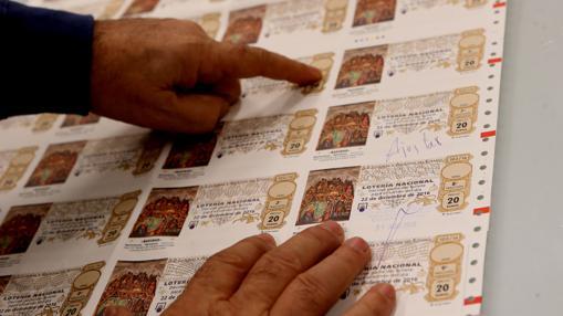 El décimo contiene varios elementos de seguridad para evitar falsificaciones