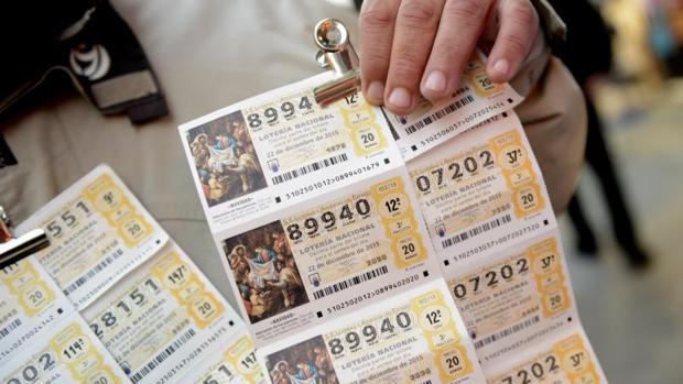 Cada billete de Lotería de Navidad, como los de la imagen, consta de diez décimos