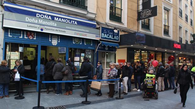 Colas en la administración de lotería de Doña Manolita
