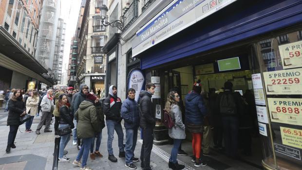 Cola en la administración madrileña Doña Manolita