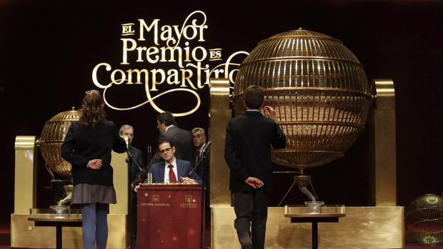 El sorteo de la Lotería de Navidad se realiza en el Teatro Real de Madrid