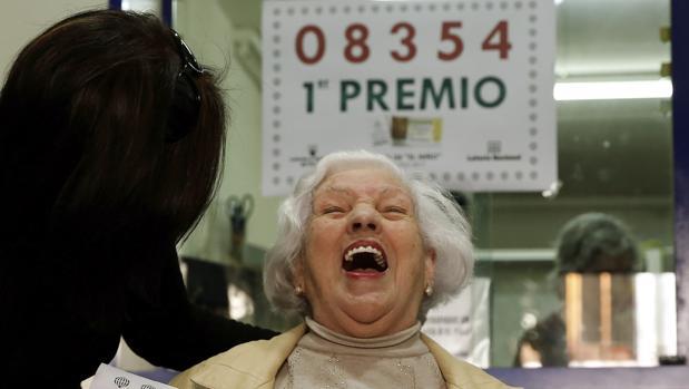 La dueña de la administración número 3 de Torrent (Valencia) donde fue vendido íntegramente el primer premio de la Lotería del Niño del año pasado