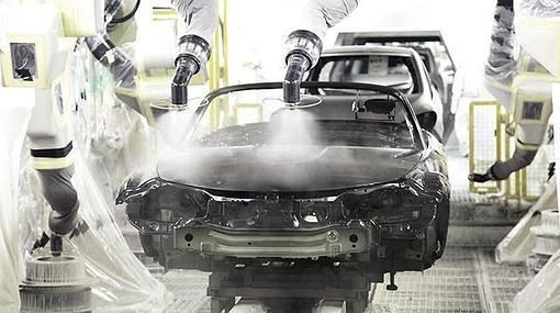 Los procesos de pintado de un coche generan emisiones de CO2 y COV