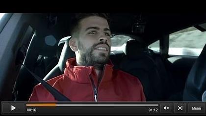 Los jugadores del Barcelona se atreven con el coche «sin manos» de Audi
