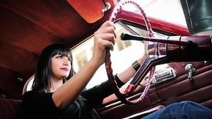 Mantener una postura adecuada al volante es esencial para evitar lesiones