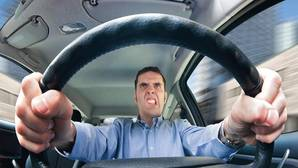 Estos son los riesgos de conducir enfadado