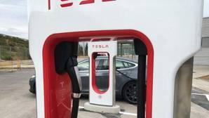 Tesla cobrará en 2017 por utilizar su red de «supercargadores»