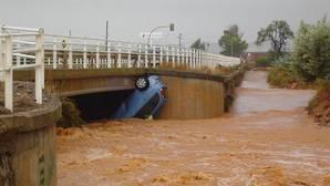 ¿Cubre el seguro los daños provocados en el coche por una riada?