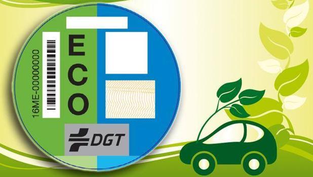 La DGT reconoce haber entregado un centenar de pegatinas erróneas entre los más de 4 millones que se han repartido