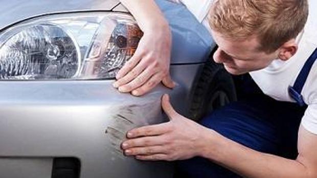 Cómo arreglar un arañazo del coche sin recurrir a «productos milagro»