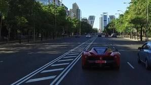 Un Ferrari LaFerrari recorre las calles de Madrid en el vídeo del tour de la marca italiana por las principales ciudades españolas con motivo de su setenta aniversario