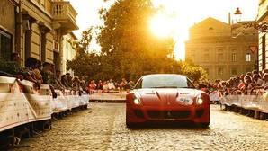 Más de 100 Ferraris toman la salida en la legendaria carrera Mille Miglia