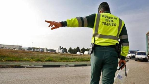 Qué hay que hacer si nos paran en un control de la Guardia Civil