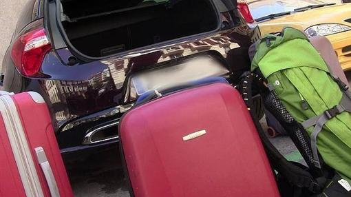 Situar el equipaje alrededor del coche ayuda a saber qué tenemos que meter