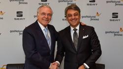 El presidente de SEAT, Luca de Meo, y el presidente de GAS NATURAL FENOSA, Isidro Fainé