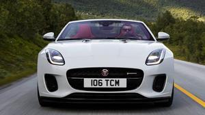 El Jaguar F-TYPE de 300 caballos llega con una nueva imagen más poderosa