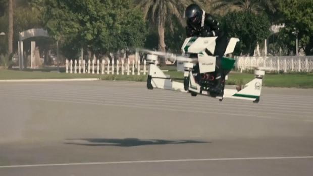 La HoverBike Scorpion-3ss combina una motocicleta con un avión no tripulado o drone