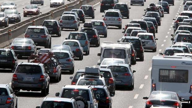 La respuesta a esta situación está el vídeo «The simple solution to traffic» (La sencilla explicación al tráfico)