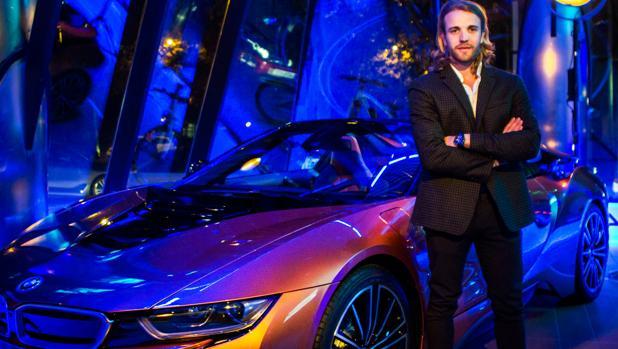 Dani Clos, junto al i8 Roadster