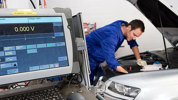 Resultado de imagen de taller coches electricos