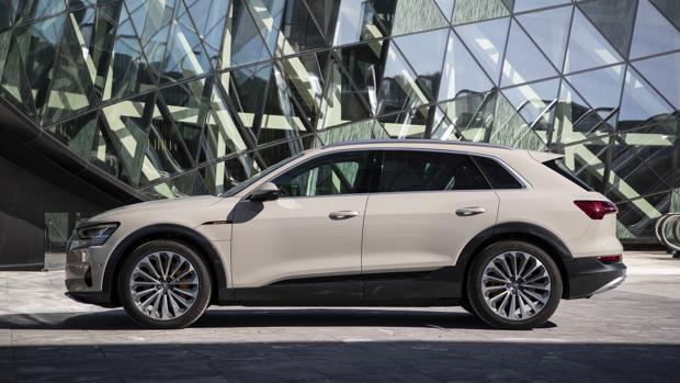 Al volante del nuevo Audi e-tron: electrizantemente divertido