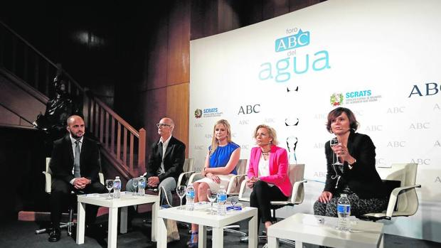 De izquierda a derecha: David Martínez, Julià Álvaro, Elena de la Cruz, Adela Martínez-Cachá e Inés Torralba