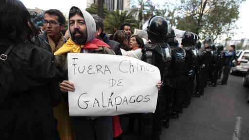 Miles de personas se manifestaron en San Cristóbal durante la celebración del juicio a los 20 tripulantes del carguero chino