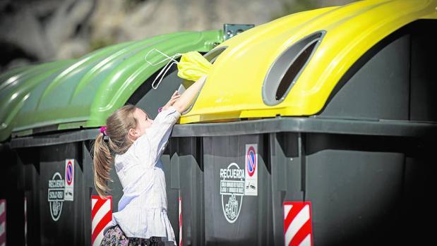 El reciclaje está muy extendido en todas las franjas de edad, sobre todo entre los adultos entre 35-54 años