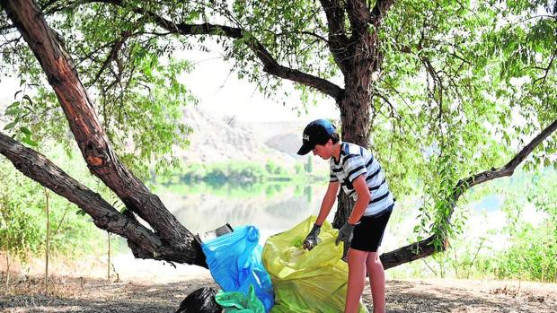 Los residuos plásticos liberan metano y etileno cuando se exponen al sol