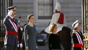 Cospedal reclama una Defensa con «altura de miras» y alejada del debate ideológico