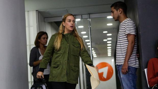 Dastis reclama a Maduro que permita a Lilian Tintori viajar a donde desee