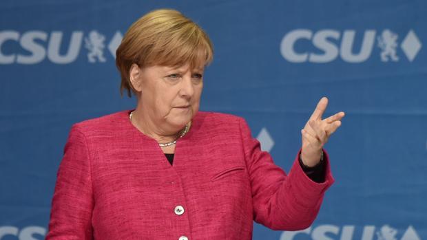 Los ultras intentan reventar el último mitin de Merkel