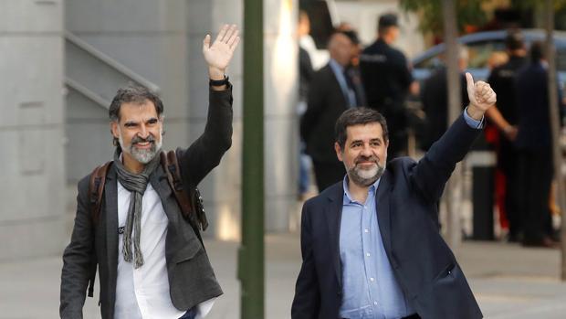 Los presidentes de la ANC, Jordi Sànchez (d), y de Òmnium Cultural, Jordi Cuixart (i) en la Audiencia Nacional