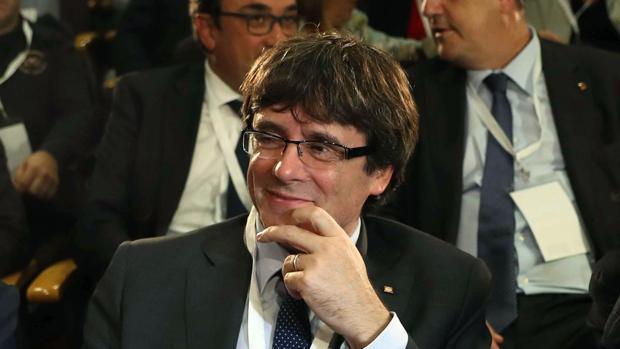 Carles Puigdemont, al inicio de la reunión extraordinaria del consell nacional del PDeCAT