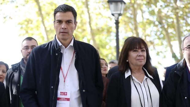 El secretario general del PSOE, Pedro Sánchez, y la presidenta, Cristina Narbona