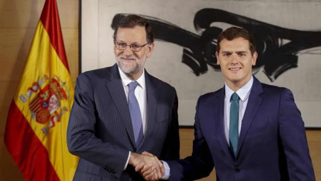 Rajoy y Rivera apuntalan la legislatura