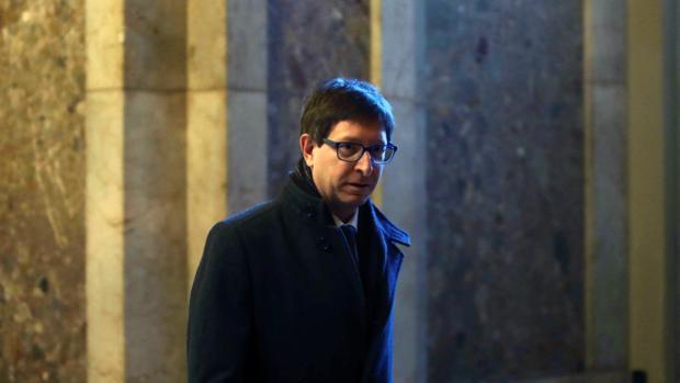 El exconseller Carles Mundó en el Parlament de Cataluña después de renunciar a su acta de diputado