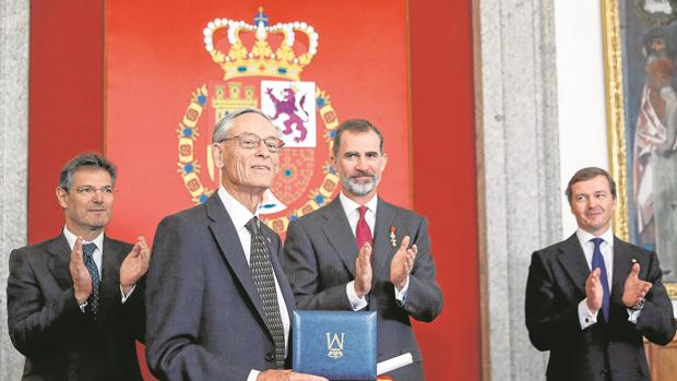 El Rey aplaude al historiador británico John Elliott