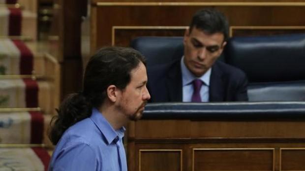 Pedro Sánchez, presidente del Gobierno, y Pablo Iglesias, líder de Podemos, en el Congreso de los Diputados