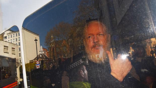 El fundador de WikiLeaks, Julian Assange, a su llegada a la Corte de Magistrados de Westminster en Londres (Reino Unido) tras su detención