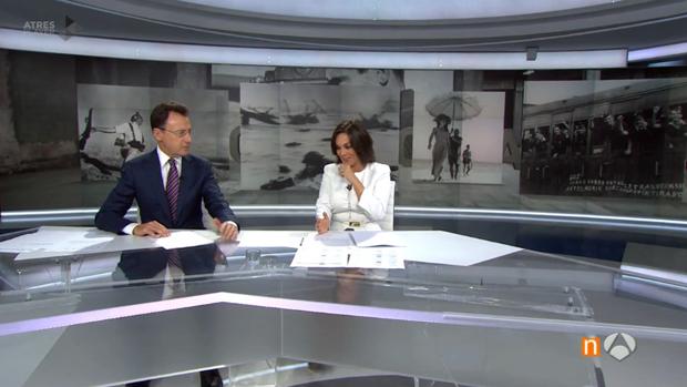 El aparatoso ataque de tos de Mónica Carrillo en directo