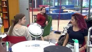 El beso de Simona a Alain y Rodri hace enloquecer a las chicas de «Gran Hermano 17»