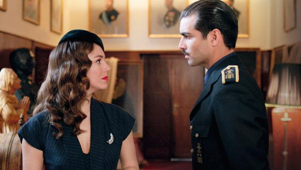 Blanca Suárez (Sonsoles de Icaza) y Rubén Cortada (Ramón Serrano Suñer) en «Lo que escondían sus ojos»