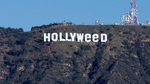 Hollyweed:  Cambian el famoso letrero blanco de Hollywood para celebrar que la marihuana ya es legal