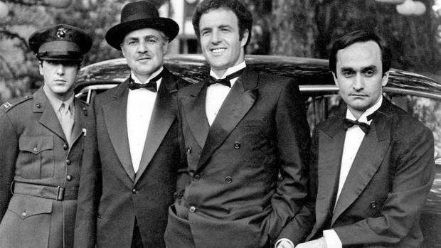 Al Pacino, Marlon Brando, James Caan y John Cazale, en el rodaje de «El Padrino»
